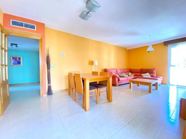 Amplio Apartamento De Dos Dormitorios Cerca De La Playa