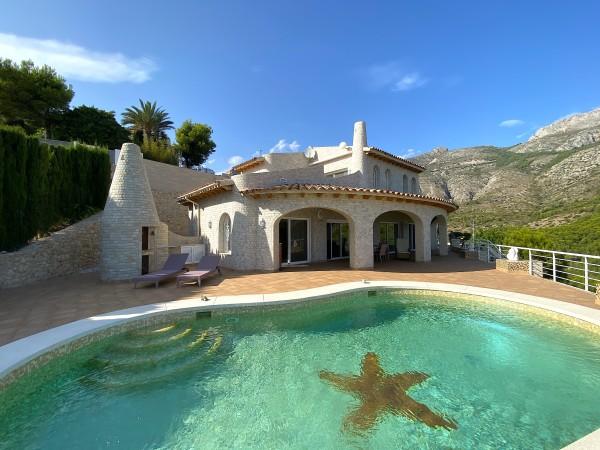 Perfecta Villa Con Vistas Panoramicas A Los Pies De La Montaña Bernia.